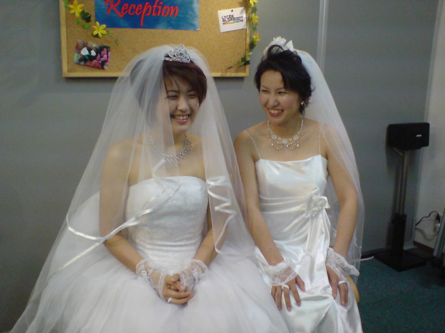 Otsuji (left) and her partner, Maki Kimura, at their wedding in 2007. via Roberto Maxwell/Flickr