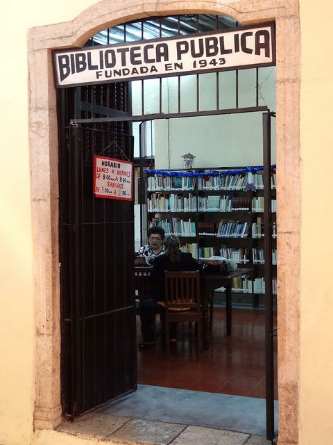Zocalo Public Library, founded in 1943, photo by Adam Jones via flickr