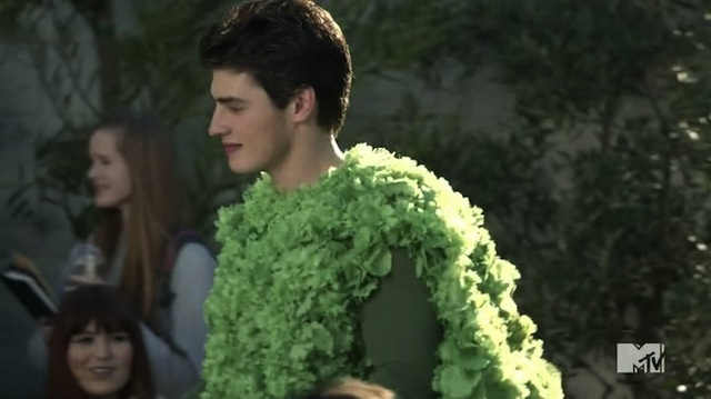 Now the lesbians will HAVE to like me, I'm COVERED IN KALE