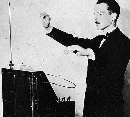 LEON THEREMIN PLAYS HIS NAMESAKE