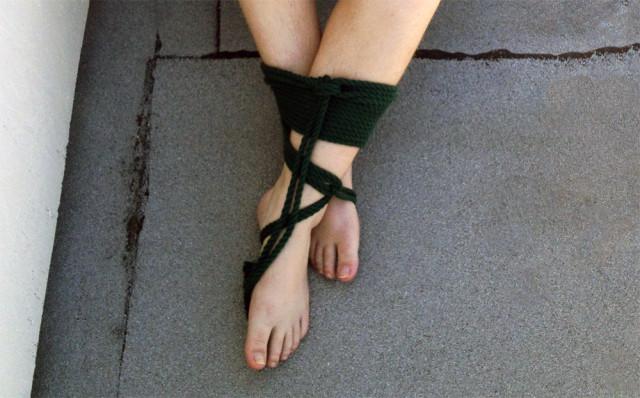 lesbian-rope-bondage-ankles
