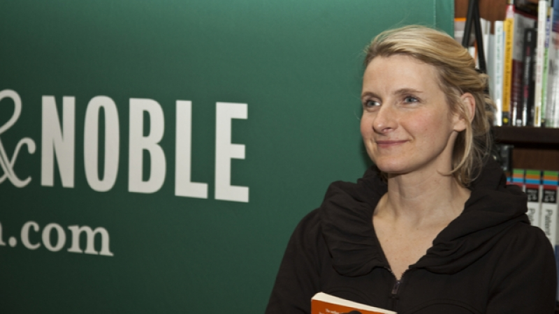 NEW YORK - JANUARY 05: Author Elizabeth Gilbert signing her book 'Committed' at Barnes&Noble bookstore on JANUARY 05, 2010 in New York City. She came out as a late in life lesbian.