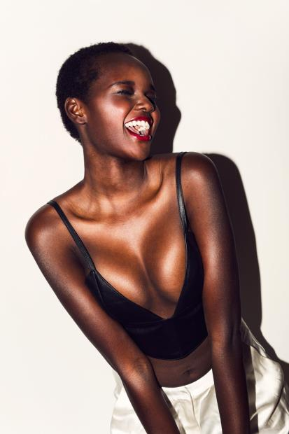 Nyadak Thot via dark skinned black beauty