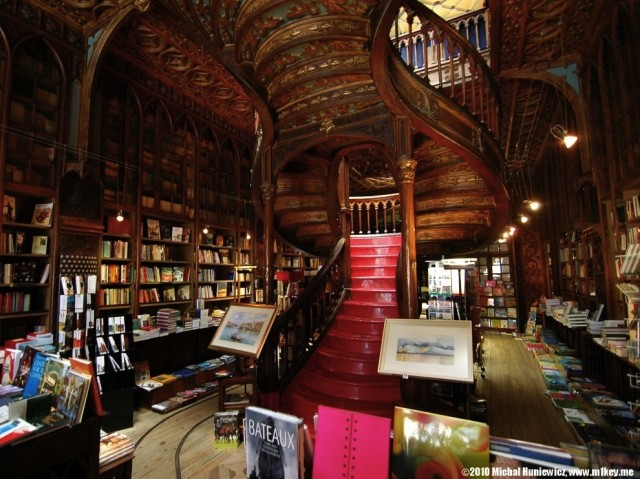 Livraria-Lello-and_Irmao-in-Porto-Portugal-via-bookshelfporn.tumblr