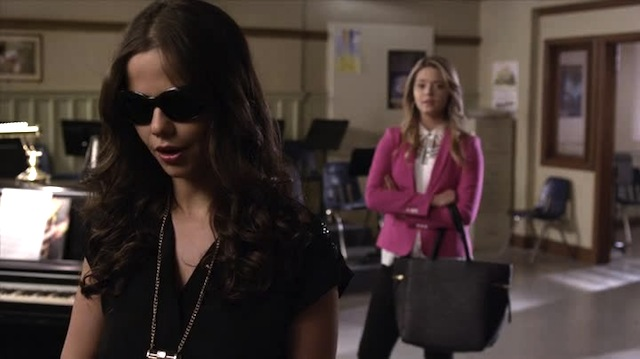 is jenna dating shana Does this mean he was acting in the same way as shana has to find out information for ali i find it odd that after noel dated mona, he moved onto jenna he also dated aria does that mean she was suspect early on has he been another spy for alison for long because then we have shana dating jenna after noel was.