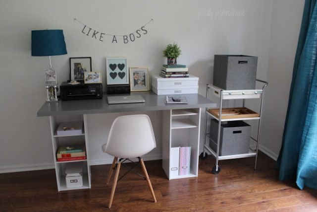 Pictures of home offices have been known to make my knees weak. (Via Pretty Providence)