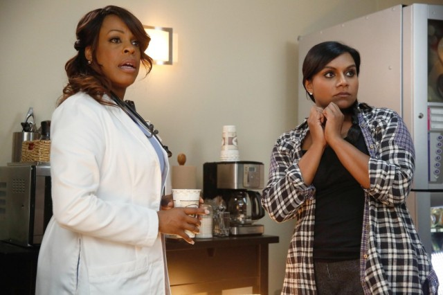 """Niecy Nash and Mindy Kaling on """"The Mindy Project"""""""