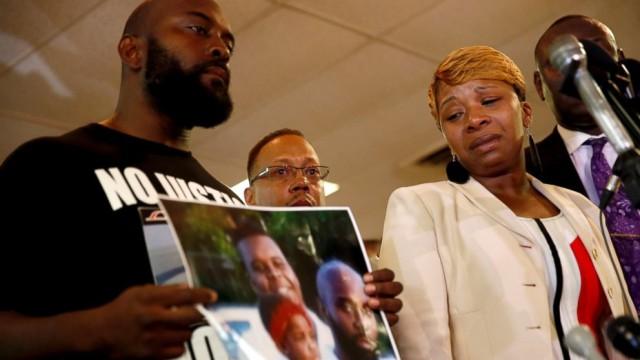 Lesley McSpadden and Michael Brown Sr., Michael Brown's parents (via Jeff Roberson/AP Photo)