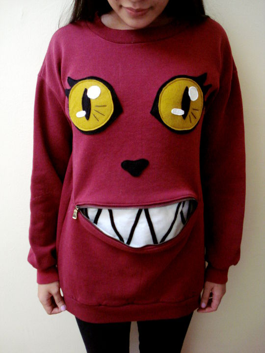 UNRELATED: WHAT IF RACHEL AND I HAD MATCHING ZIPPER-MOUTHED CAT SWEATSHIRTS???!! via laughing squid omg omg
