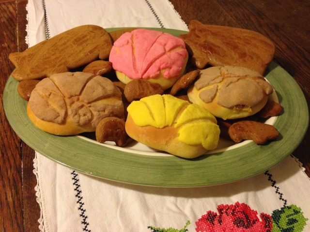 Here's a beautiful plate full of Mexican baked goods that we'll be making today!