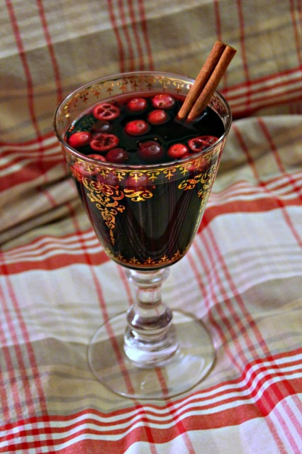 Laura's mulled wine with cranberries
