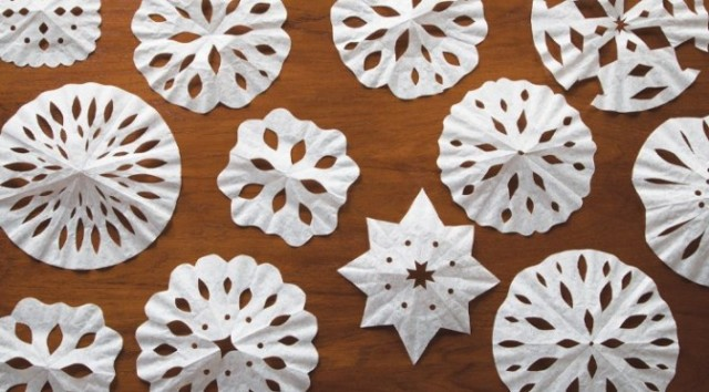 DIY-Coffee-Filter-Snowflakes-3-672x372