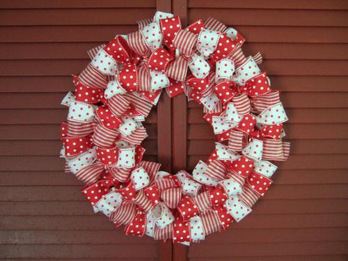 diy-christmas-ribbon-wreath-1
