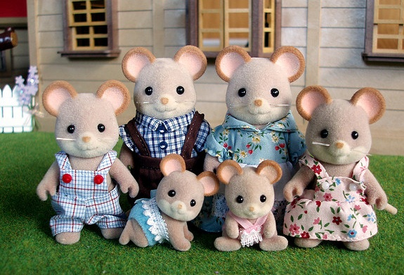 EXCEPT FOR THESE PROGRESSIVE MOUSE PARENTS OF VARIOUS GENDER EXPRESSION (VIA MAGW21)