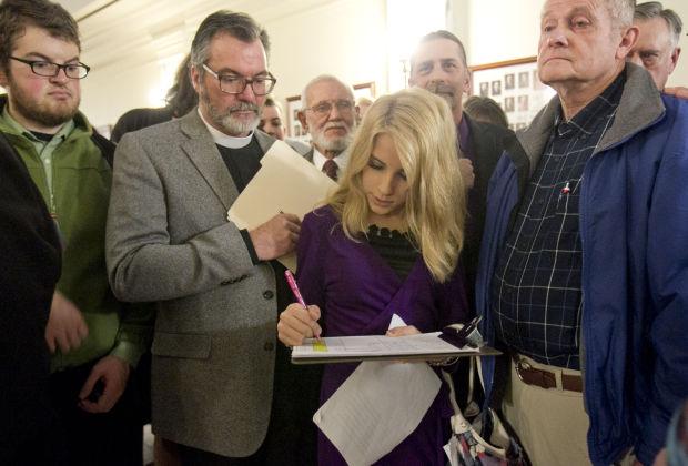 D.W. Trantham signing up to testify. Photo via Katherine Jones, The Idaho Statesman.