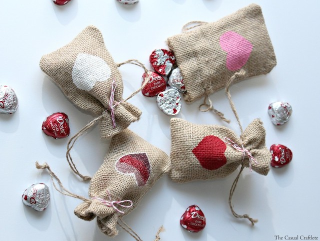 Valentines-Day-Burlap-Gift-Bags-1024x769