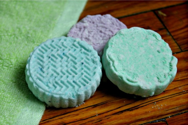 laura's lavender moisturizing bath bombs