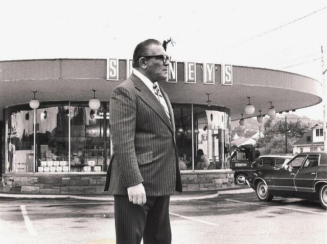 1970s Shoney's in Charleston, West Virginia via flickr