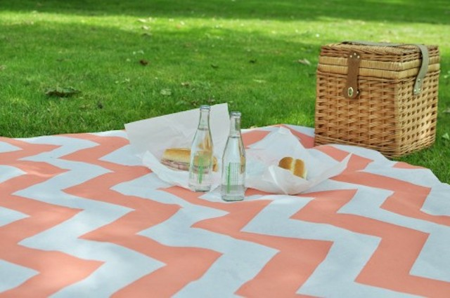 DIY_Painted_Picnic_Blanket_1-500x332