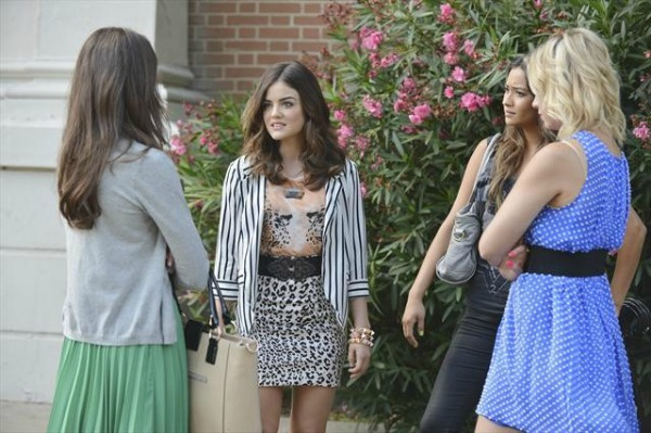 PLL-Aria-outfit-lion
