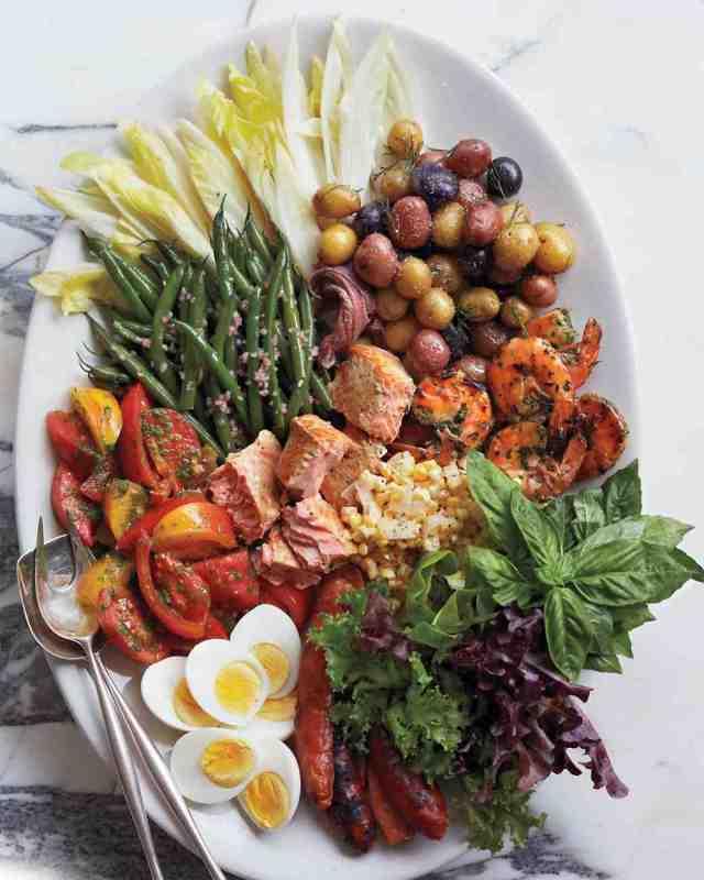 msl-weekend-menu-cobb-salad-031-md109410_vert