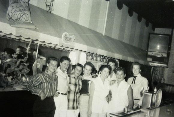 The Green Door on Lankershim Boulevard in North Hollywood, 1955. (via Remembering LA's Earliest Lesbian Bars