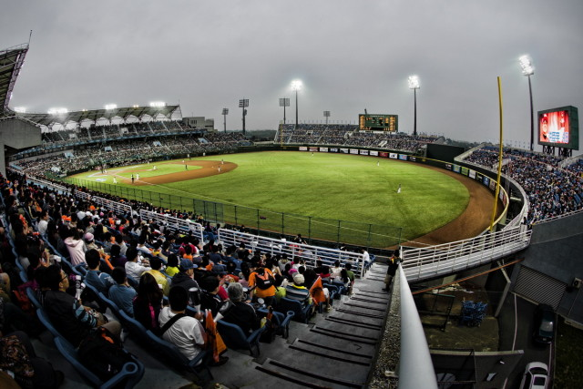 Taiwan-Internatinal-Baseball-Stadium-Far-Right-Field-Fisheye-Opening-Day-Taoyaun-Lamigo-Monkeys-vs-Taipei-7-Eleven-Lions-2013-03-23
