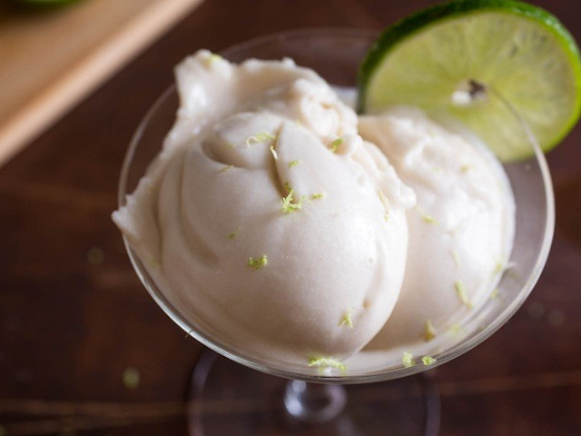 vegan-coconut-lime-rum-ice-cream