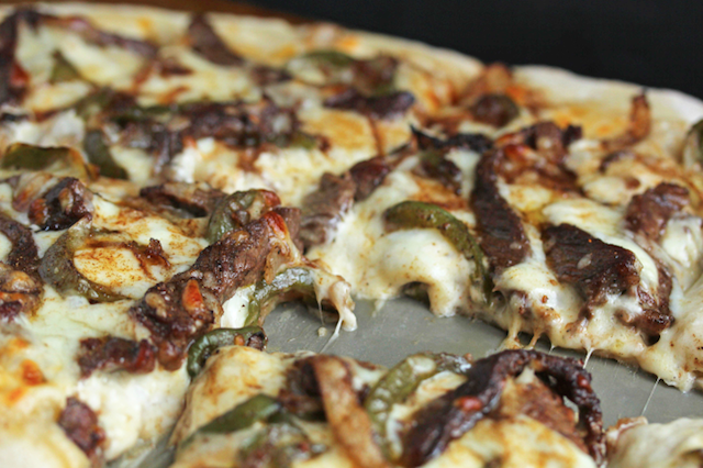 philly-cheesesteak-pizza2