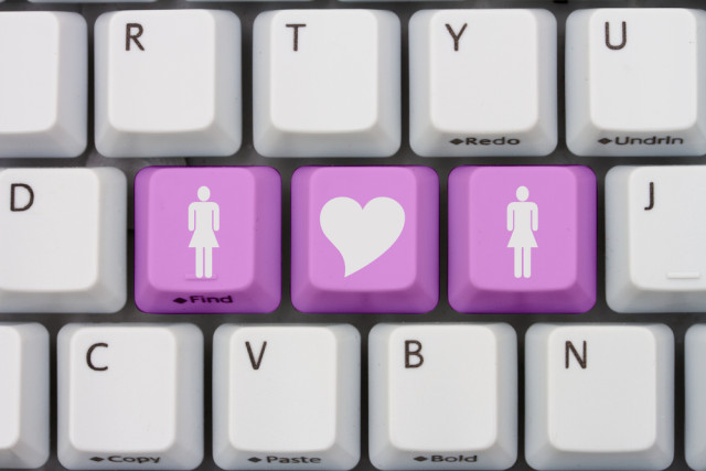 women-keyboard-gay-websites-featured