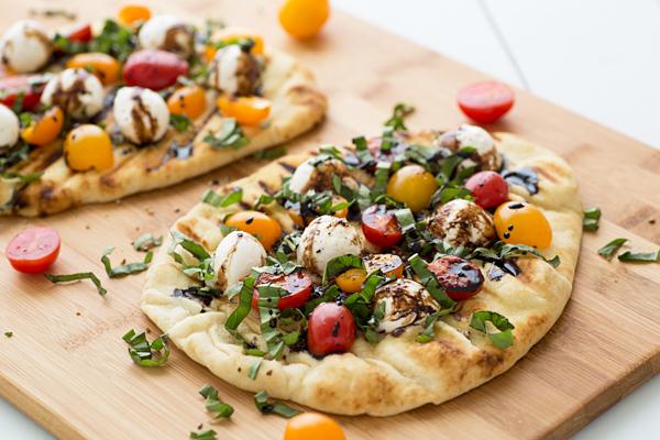 grilled_caprese_naan_pizza_recipe