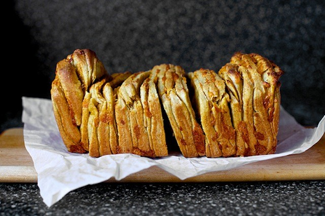 cheddar-beer-and-mustard-pull-apart-bread