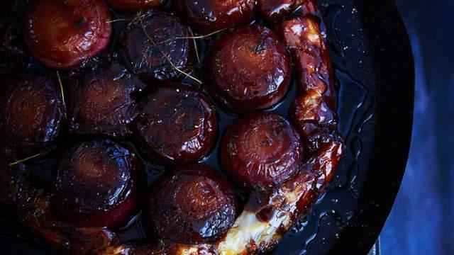 Caramelised balsamic onion tarte tatin