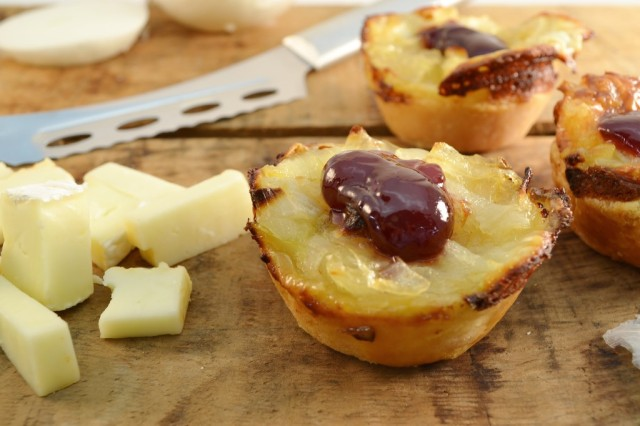 caramelized-onion-tortes