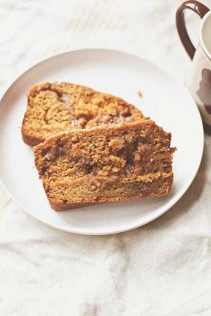 pumpkin-bread-with-cinnamon-pecan-filling