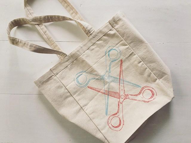 Scissoring Tote Bag