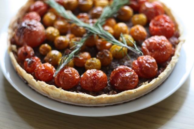 tomato and caramelized onion tart