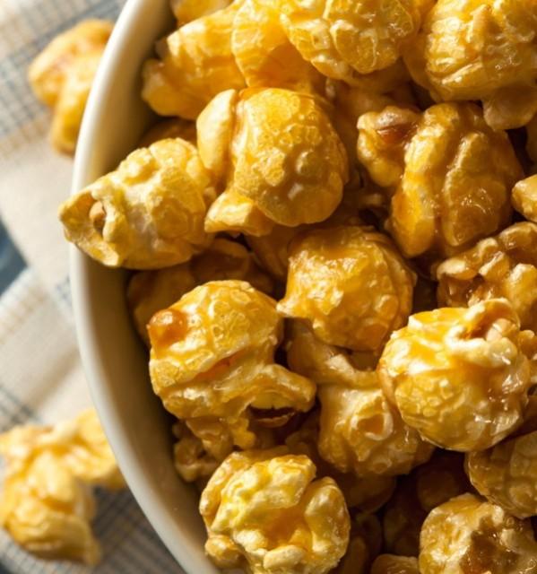 Caramel-Pumpkin-Spice-Popcorn-Recipe-e1443532957924