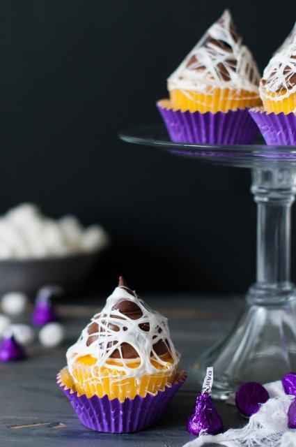 Kiss-Me-Marshmallow-Web-Cupcake-topper-1