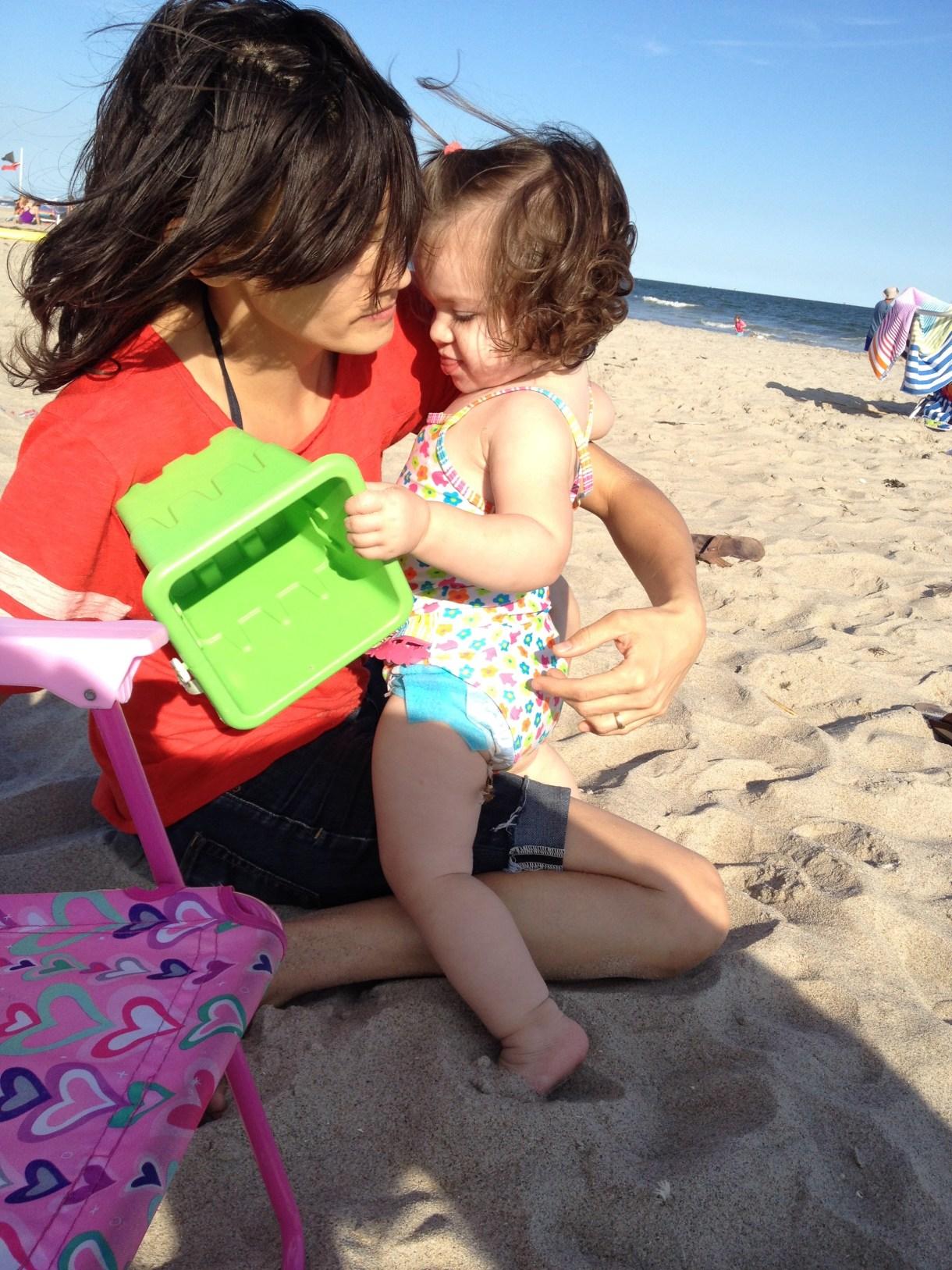 mom-ella-beach-02