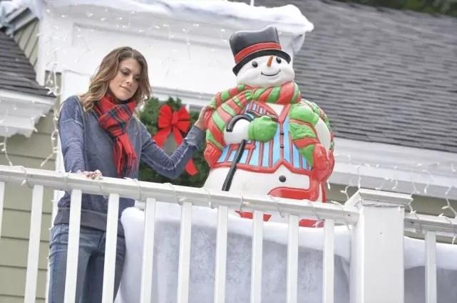paige-the-christmas-elf-pretty-little-liars-s5e12