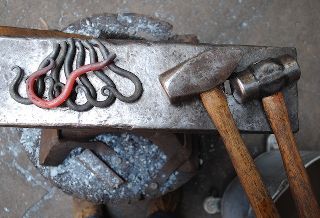 Hot-Hooks-on-the-Anvil-640x436
