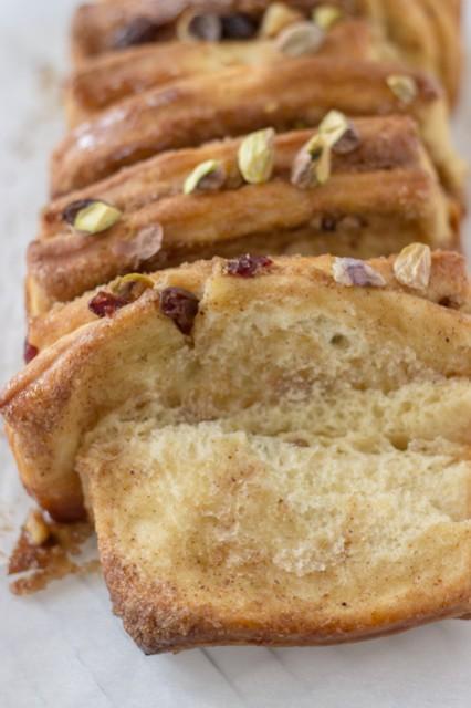 Cinnamon-Raisin-Pull-Apart-Bread-2