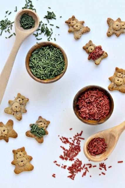 Grain-Free-Cinnamon-Teddy-Grahams-with-fuzzy-sweaters-made-from-homemade-healthier-sprinkles.-682x1024