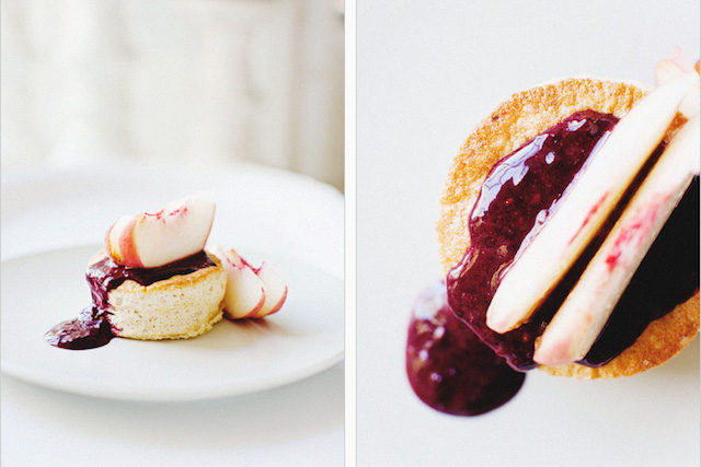 ginger-cakes-with-white-peaches-blackberry-coulis