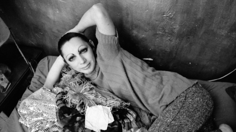 Andy Warhol transvestite Superstar Holly Woodlawn, acclaimed for her performance in 'Trash', photographed in her Greenwich Village apartment in 1970. (Photo by Jack Mitchell/Getty Images)