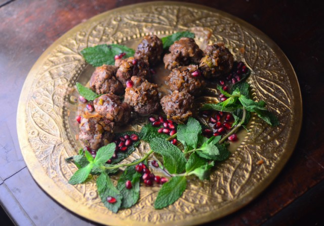 Lamb Meatballs With Yogurt And Pomegranate Seed Sauce ...