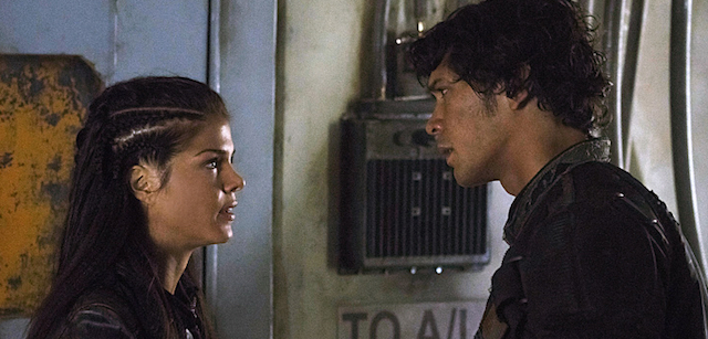 """The 100 -- """"Hakeldama"""" -- Image HU305a_0010 -- Pictured (L-R): Marie Avgeropoulos as Octavia and Bob Morley as Bellamy -- Credit: Katie Yu/The CW -- © 2016 The CW Network, LLC. All Rights Reserved"""