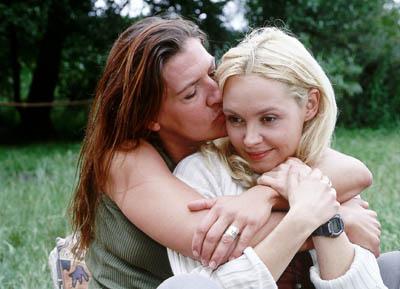 Walter (Katy Karrenbauer, li.) und Bea (Sonia Farke) haben sich bei Jutta ein paar Tage in Freiheit erpresst.