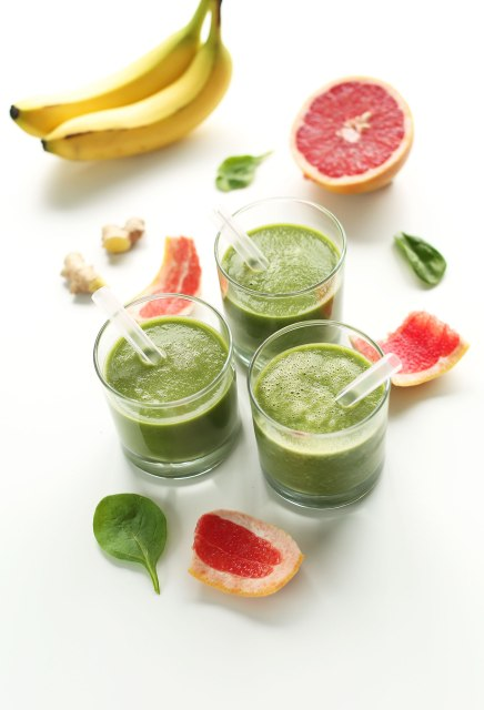 6-Ingredient-Grapefruit-Green-Smoothie-vegan-glutenfree-and-naturally-detoxifying1